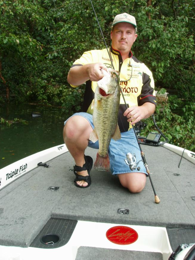 Lake allatoona fishing guide service atlanta bass fishing for Lake allatoona fishing guide